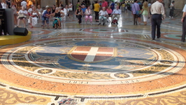 Полы в центральной части галереи Виктора Иммануила II