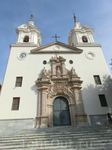 16 февраля 1694 года началось строительство.  Был построен барочный храм с рядами часовен по бокам центрального нефа и куполом над трансептом. Главный ...