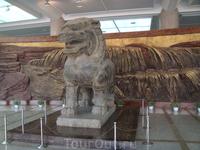 Статуя в главном корпусе музея Шеньси