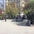 Этот памятник известному политическому деятелю Имре Надь пользуется популярностью у туристов))