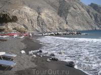 На черном пляже Периссы.