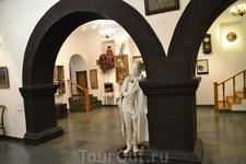 Эта скульптура-подарок Параджанову