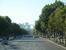 Вид на Большую арку Дефанса с Елисейских полей