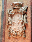 Герб Серральбо над парадной лестницей дворца.  В общем, дворец-как дворец. Ничего сильно меня впечатлившего нет, но сходить посмотреть можно, особенно если ты в Мадриде не на один день или если погода