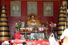 Статуи будд снимать категорически запрещено именно в этом ламаистском храме, но я все же исхитрилась снять Смеющегося Будду.