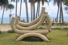 такие скульптуры на набережной