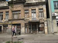 """Одна из центральных улиц,редом с жд вокзалом и знаменитым рынком""""Привоз"""""""