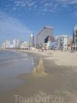 Вид Тель-Авива с набережной Яффы. Вдоль моря можно идти пешком, наслаждаясь белым песочком и ласковой волной.