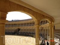 Вид на одну из древнейших в Испании арен для корриды в Ронде. К слову о корриде. Корриды на самой древней арене в испанской Ронде проводятся раз в год ...