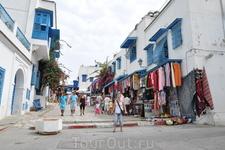прогулка по самому романтичному местечку Туниса. но куда без торговцев?