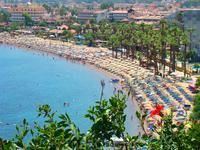 пляжи курортов находятся через прогулочный ПЕШЕХОДНЫЙ променад. Очень удонбо и по-Европейски