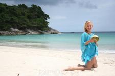 На пляже отеля ле Меридиен - настоящее баунти