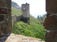 Генуэзская крепость. Вид из башни на башню.