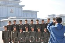 Сфотографироваться повзводно на фоне мавзолея – большая честь для каждого солдата.