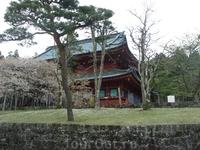 Первым стоит храм Ринно-дзи, принадлежащий буддийской секте Тэндай. В прошлом настоятелями этого храма становились лишь мужчины, принадлежавшие к императорской ...