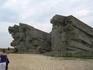 В 1942 году в Аджимушкайских каменоломнях, спасаясь от немецко-фашистских захватчиков укрылись 13 000 человек. Защита «подземной Брестской крепости» продолжалась ...