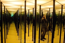 Научный центр «Ahhaa». Зеркальный лабиринт.