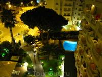 вид на отель с балкона моего номера - это 6 этаж с видом на море