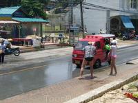 13 апреля 2011 года в Тайланде празднуют новый год 2555 год (своё летоисчисление) принято обливаться водой. Моё семейство приняло активное участие!