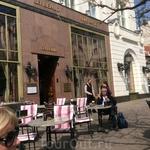 Знаменитое и одно из самых дорогих кафе города - бистро  Gerbeaud.