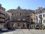 Выйдя из собора мы оказываемся на La Plaza Mayor, центральное место и резной фасад, как обычно принадлежит городской мэрии (ayutamiento). Здание было построено в 1762 году и реконструировано в XX веке