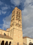 Церковь Сан-Эстебан в романском стиле, построенная в XII-XIII веках.