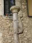 похоже, что этому зверьку несколько сот лет... на площади церкви Sant Feliu, в Жироне