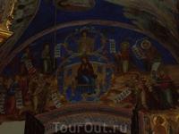Суздальский Кремль. Собор Рождества Богородицы. Рождественский собор был расписан в 1230-1233 годах. Из-за разрушения храма в 1445 году и его последующей ...