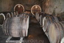 Село Арени расположено примерно в 120 км от Еревана на берегу реки Арпа. При въезде в село, непосредственно у дороги, с левой стороны — частный винный ...