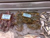 Просто морепродукты с ценами в ланкийских рупиях. 50 рупий - приблизительно 4,5 американских денежек, а украинских получается.....получается....получается ...