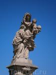 украшения моста одна из отреставрированный  статуй