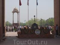 Почетный караул у Ворот Индии.