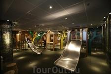 детская комната в аэропорту Schiphol