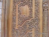 Ханья. Двери  собора Трех мучеников