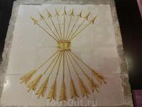 Знаменитые символы Католических королей Изабеллы I Кастильской и Фердинанда II Арагонского - ярмо (yugo) и стрелы (flechas) были приняты в качестве объединяющих ...