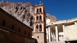 Первое упоминание об этом монастыре относится к 4 веку.  Монахи отшельники собирались здесь, возле Неопалимой Купины, для богослужений. Позднее, с благословения ...