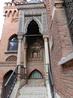 Это главный вход в здание, в котором сейчас расположился музей кардинала Сиснероса и центр по изучению его трудов. Этот кардинал был одной из самых выдающихся ...