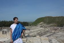 Скифополис включает себя древнегреческий амфитеатр, вмещающий 7 тыс. зрителей, древнеримские термы, колоннады на улицах Кардо (современное название Паладиус) ...
