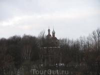 Снято со смотровой площадки возле Успенского кафедрального собора. Но что это за храм - не знаю! Щелкнула, а спросить что же за храм я сняла забыла.