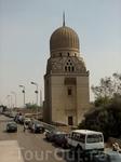 Одна из многочисленных каирских мечетей.
