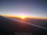 Закат солнца из иллюминатора самолета...:)