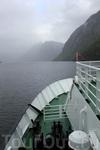 плывем по Гейрангерфьорду, погода оставляет желать лучшего...