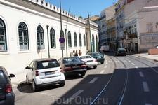 Маршрут трамвая №27 проходит по паутине улочек исторического центра города.