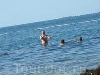 Рассказываю соотечественникам, какого размера рыбу-иглу только что заприметил в толщах моря...