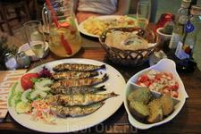 Сардины, одно из национальных блюд.