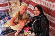 Мехенди- роспись хной, по традиции рисунки хной наносят на руки невесты