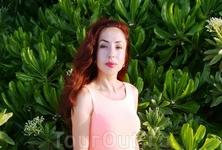 портрет на фоне зелени Виламенду