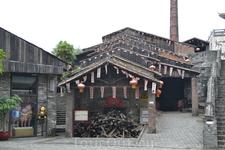 """Здесь находится древняя печь """"Наньфэн"""" (южный ветер). Это единственная   печь, которая используется уже более пятьсот лет. Её построили во времена правления ..."""