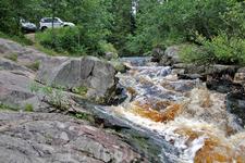 Сюда часто приезжают спортсмены каякеры, чтобы прыгнуть на своих лодках с водопада. Нам повезло, застать водопад в одиночестве.