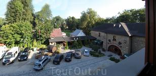 В Польше нам посчастливилось жить в самом настоящем замке в городке Мшана-Дольна, отель Старая Винарня